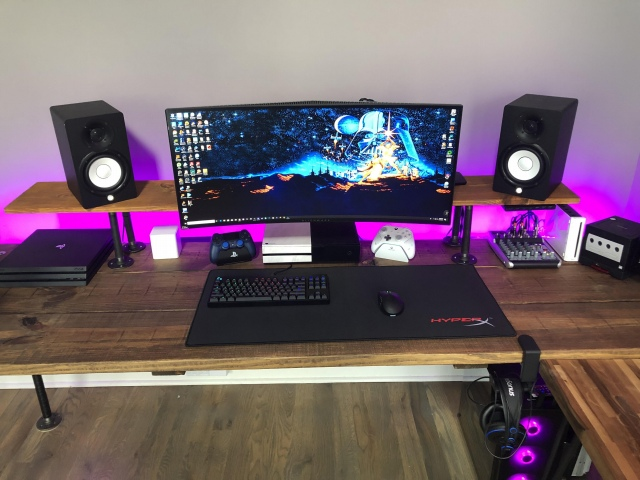 PC_Desk_UltlaWideMonitor46_98.jpg