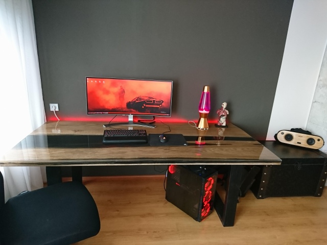 PC_Desk_UltlaWideMonitor47_04.jpg