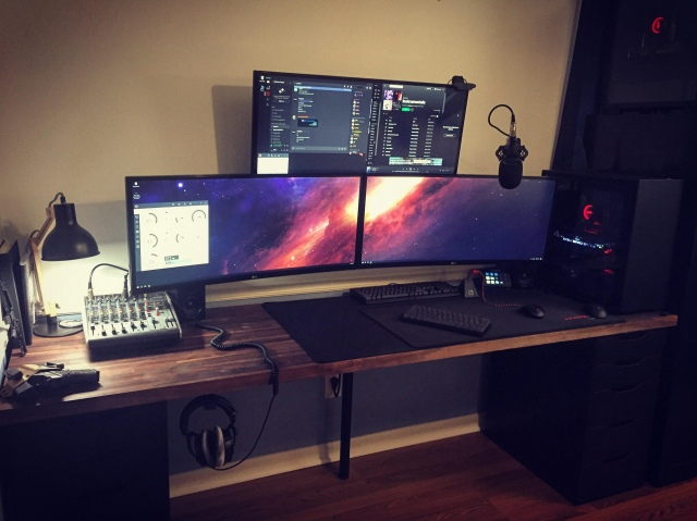 PC_Desk_UltlaWideMonitor47_24.jpg