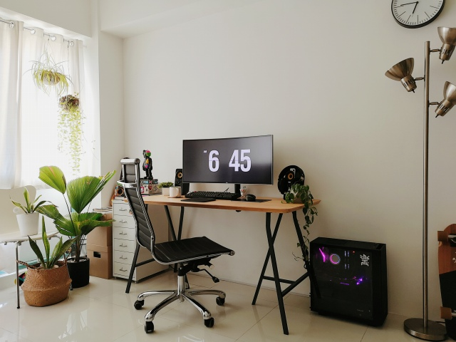 PC_Desk_UltlaWideMonitor47_37.jpg