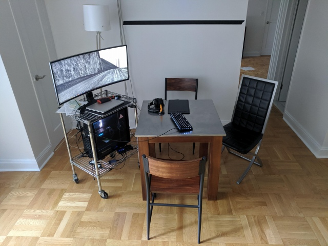PC_Desk_UltlaWideMonitor47_43.jpg