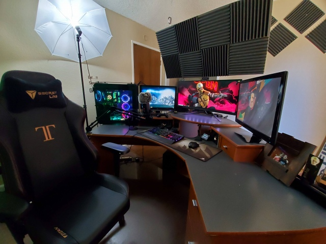 PC_Desk_UltlaWideMonitor47_52.jpg