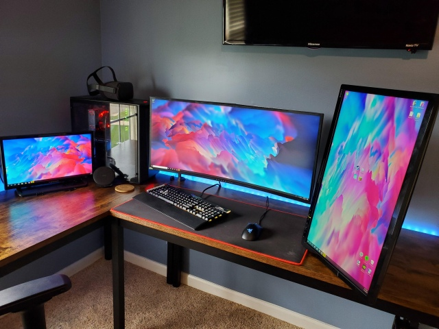 PC_Desk_UltlaWideMonitor47_60.jpg