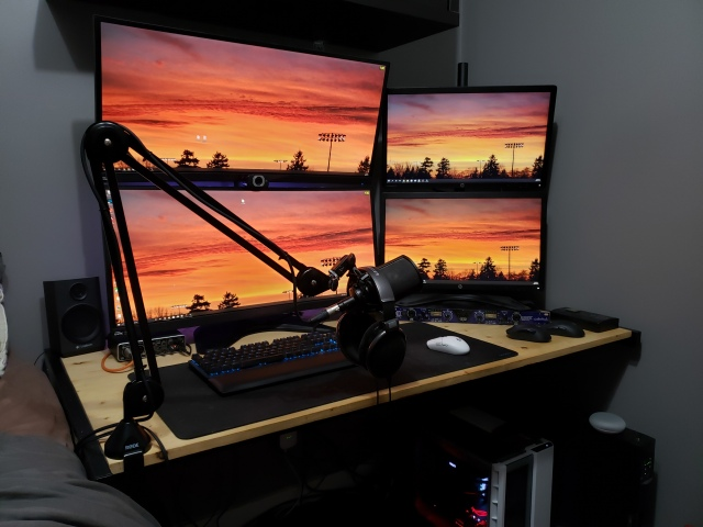 PC_Desk_UltlaWideMonitor47_62.jpg