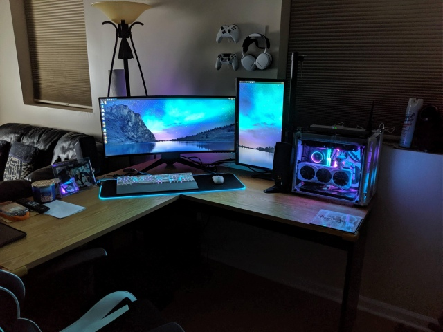 PC_Desk_UltlaWideMonitor47_73.jpg