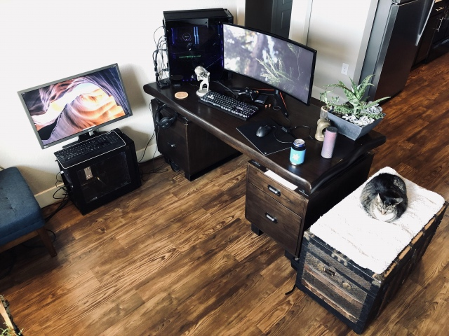 PC_Desk_UltlaWideMonitor47_89.jpg