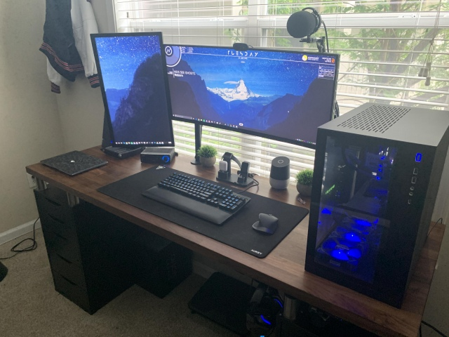 PC_Desk_UltlaWideMonitor47_94.jpg