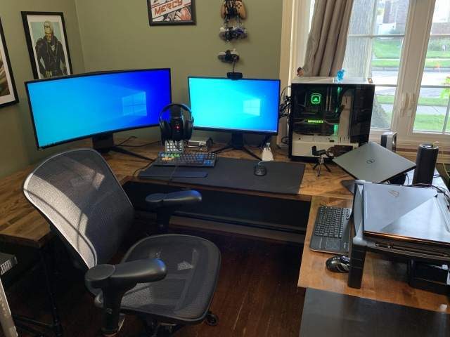 PC_Desk_UltlaWideMonitor47_98.jpg