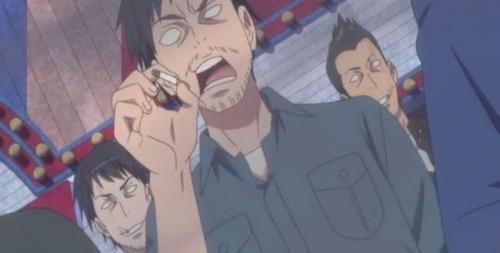 【悲報】ヤニカスさん、食べ物を乗せる皿を灰皿代わりにして印象をさらに悪くしてしまう