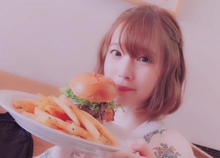 声優・内田真礼さん「髪切ったよ! ネイル変えたよ!」  お前ら「あ・・・(察し」
