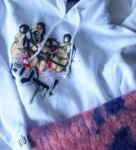 海外の有名歌手さん、日本の絵師からパクって商品化 ⇒ 絵師ブチギレ、商品を取り下げ