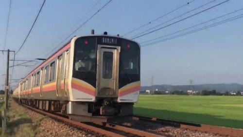 【動画】撮り鉄さん、列車が数秒遅れただけでシャッターチャンスを逃し泣き叫ぶ