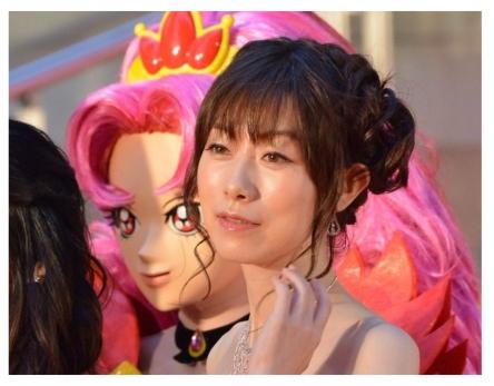 【声優】浅野真澄さん、スタバでベビーカー利用の母親らの言動に疑問「スタバで『ベビーカー2階まで上げてくれる?』と要求している母親を見た。これおかしくない?」
