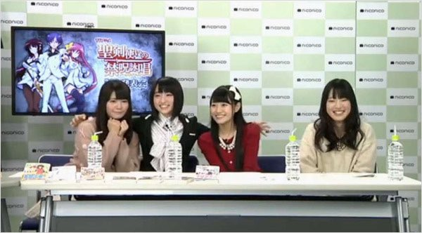 声優・竹達彩奈さんと内田真礼さんのトレーナーがかぶってたのはやっぱりそういう事なんですか?