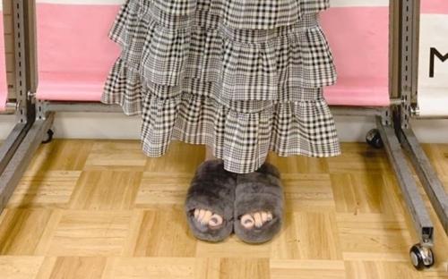 【悲報】人気美女声優「雨か・・・靴間違えた」オタク「靴じゃなくスリッパやんけ!」⇒ 声優さんオタクに呆れる