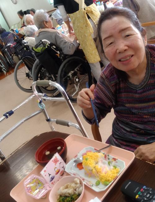 ケーキ寿司、菜の花のお浸し、すまし汁、ひな祭りデザート 美味しかったよ