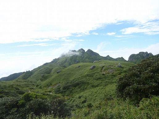 縦走路から望む永田岳