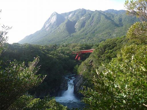 モッチョム岳とトローキの滝
