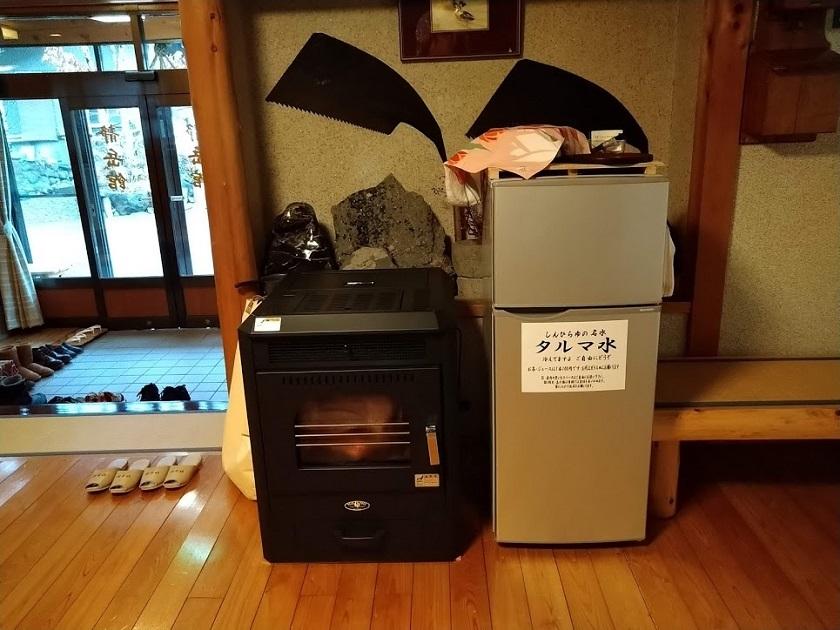 薪ストーブ、冷蔵庫