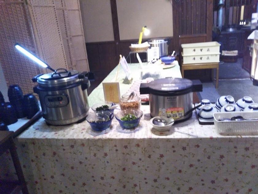 朝食バイキング ご飯、味噌汁