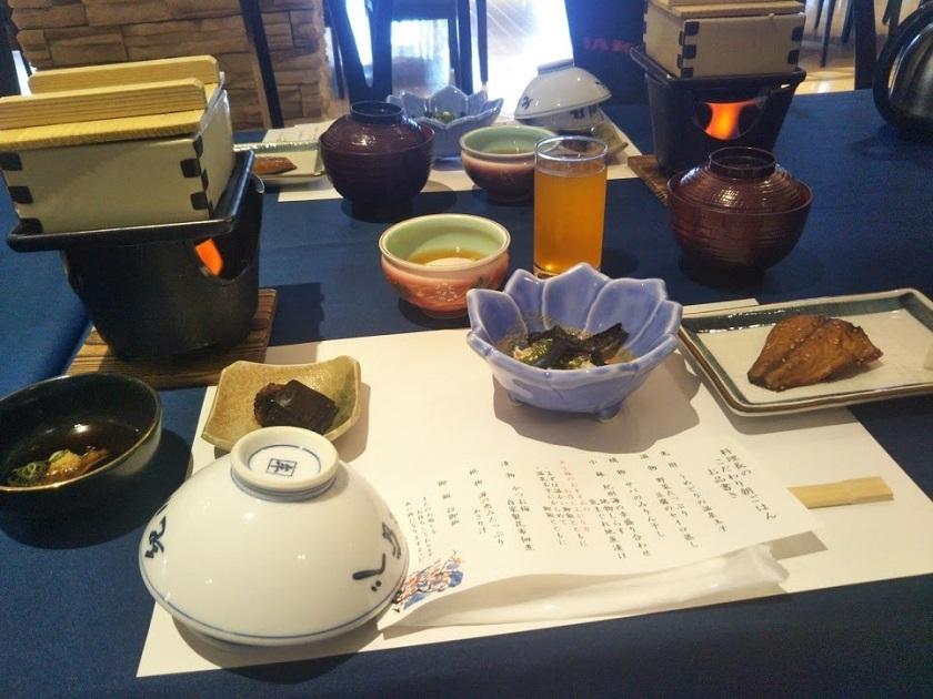 朝食 お品書きと料理