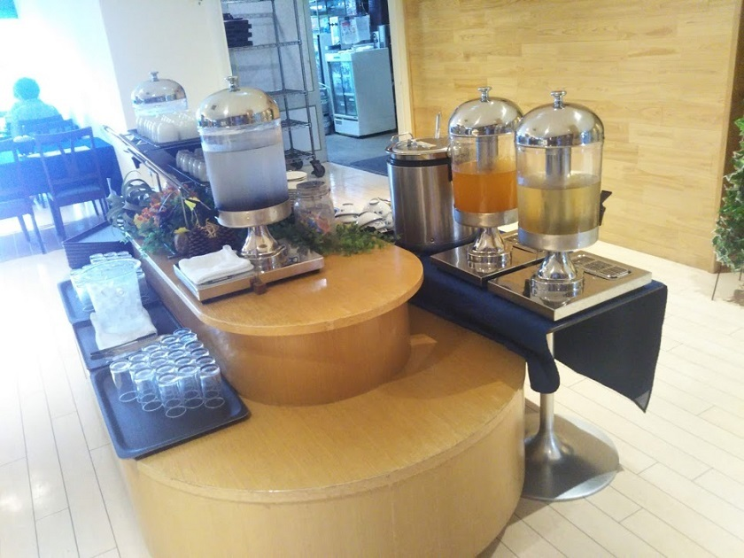 朝食 ジュースコーナー