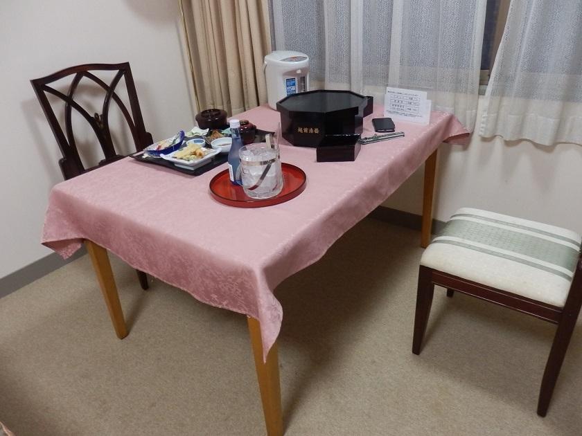 夕食 テーブル