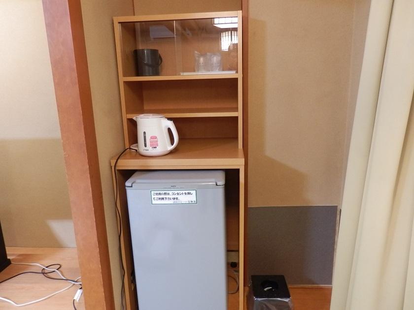 冷蔵庫、電気ケトル
